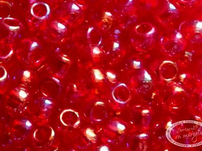 Margele toho 8 transparent rainbow siam ruby